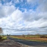 Vue de la route vers Reims avec ciel et nuages